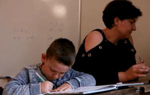 """Jules, élève de CP, et sa mère, Marie, au moment fatidique des devoirs... / """"Plongez en nos troubles"""""""