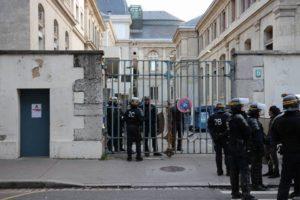 Policiers en intervention à Lyon 2 / Twitter, @NONalaselection