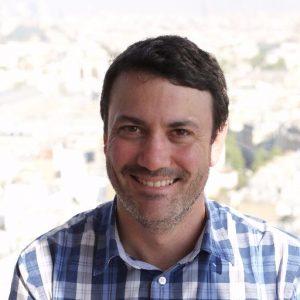 """Antoine Taly, chercheur au CNRS, est directeur des études de la licence """"Frontières du vivant"""" de Paris Descartes, qu'il enseigne de façon """"renversée""""."""