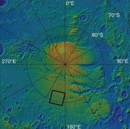 Carte en relief du pôle sud de Mars, et de la zone (délimitée par un carré noir) où se trouverait un lac d'eau salé.