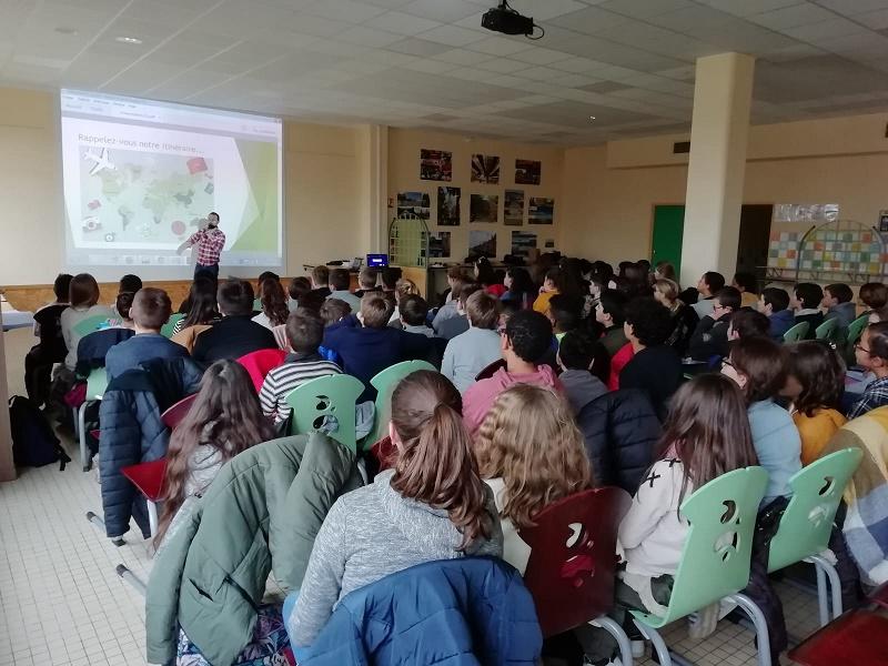 Un tour du monde pour connecter les écoles