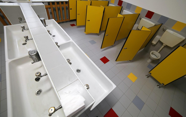 Etude : huit enfants sur dix se retiennent d'aller aux toilettes à l'école
