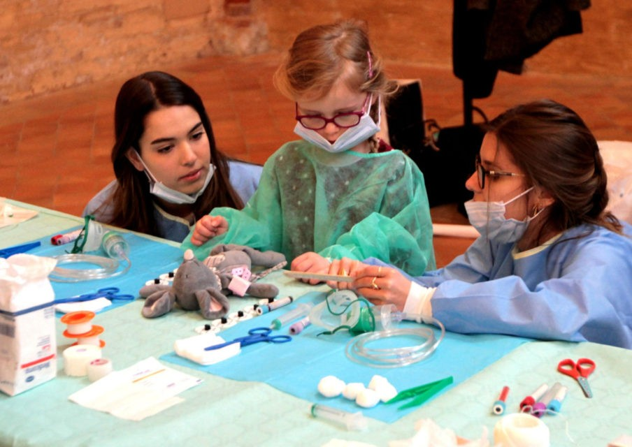 Hôpital des Nounours : les facs de médecine mobilisées pour les écoliers