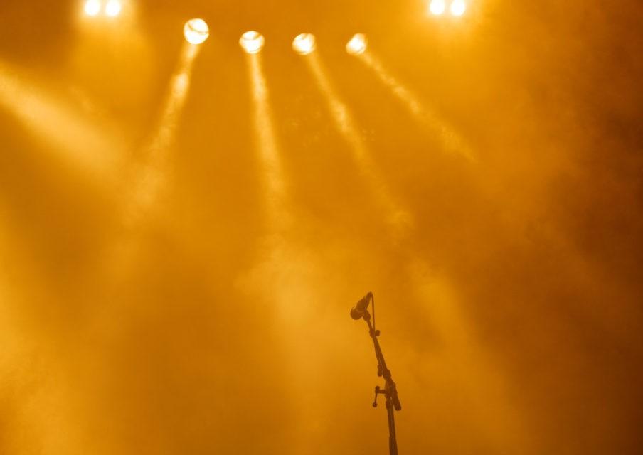 Musique, théâtre, conférences à la maison : que nous offrent institutions et artistes ?