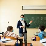Port du masque: un danger pour les cordes vocalesdes enseignants ?