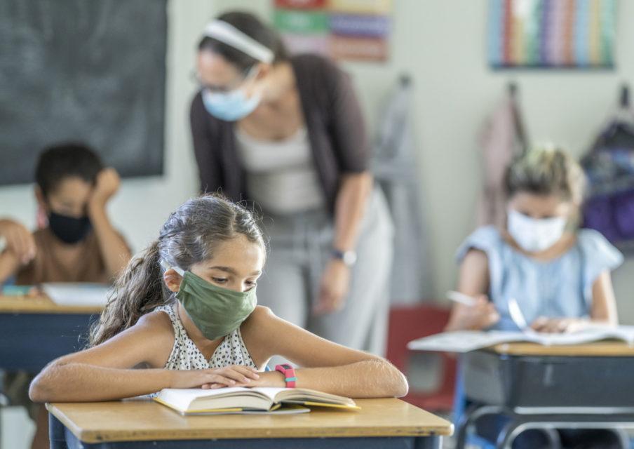 Rentrée scolaire :  quels départements et régions distribueront des masques gratuits aux élèves ?