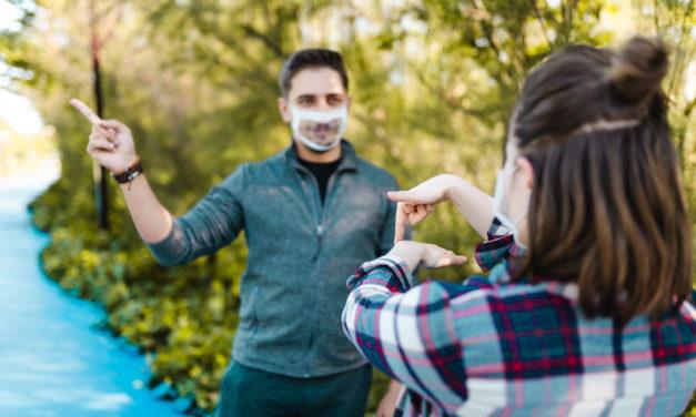 Coronavirus : des masques transparents bientôt distribués aux enseignants