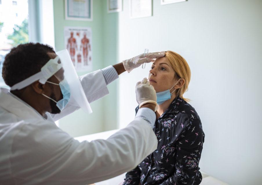 Dépistage des enseignants : les médecins et infirmières scolaires refusent de pratiquer les tests antigéniques