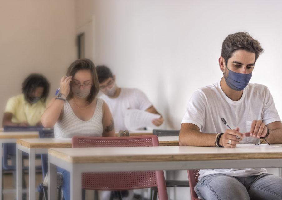 La baisse des postes aux concours enseignants « induit forcément un découragement chez les candidats »
