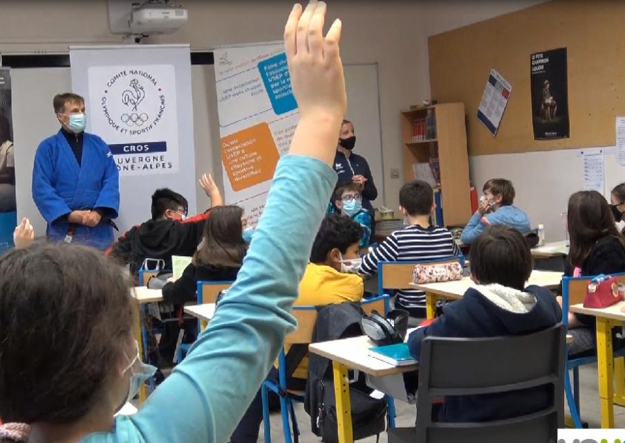 Semaine Olympique et Paralympique  2021 : des élèves de primaire découvrent le handisport avec une para-athlète