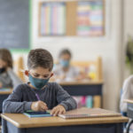 Moins d'élèves contaminés, mais un peu plus de personnels