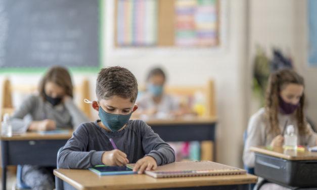 Est-il urgent de fermer les écoles ?