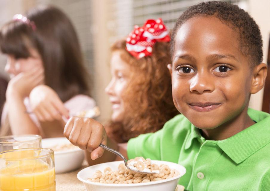 Petit-déjeuner gratuit à l'école : « le déjeuner sans masque, c'était pas suffisant »