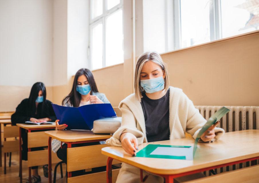 Moins de classes fermées et d'élèves contaminés cette semaine