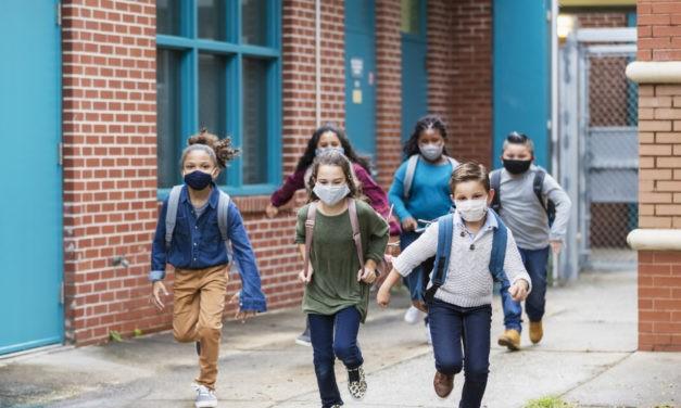 Des médecins et enseignants appellent à protéger les élèves du variant Delta